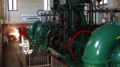 Historic steam pumps demonstrated live